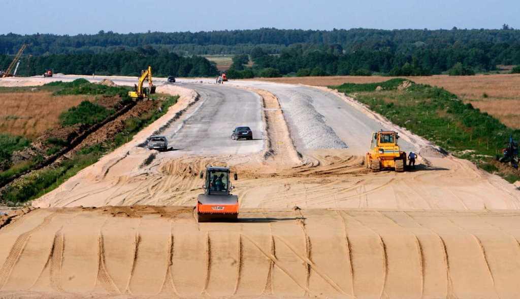 100 миллиардов рублей выделят в России на возведение дорог
