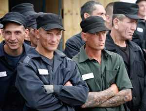 Заключенных в России стало меньше