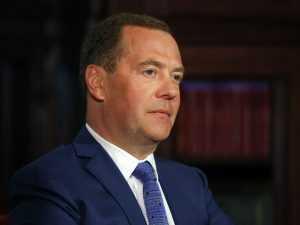 Медведев прокомментировал слова про обязательную вакцинацию