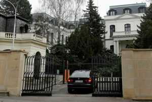 Чехия требует правил работы посольства в России