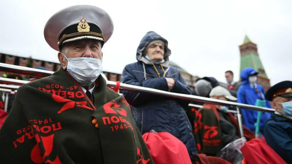 Гостей парада Победы в столице рассаживают с социальной дистанцией