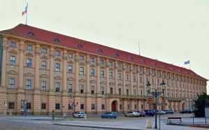 Чехия призывает страны Европы выслать по одному российскому дипломату