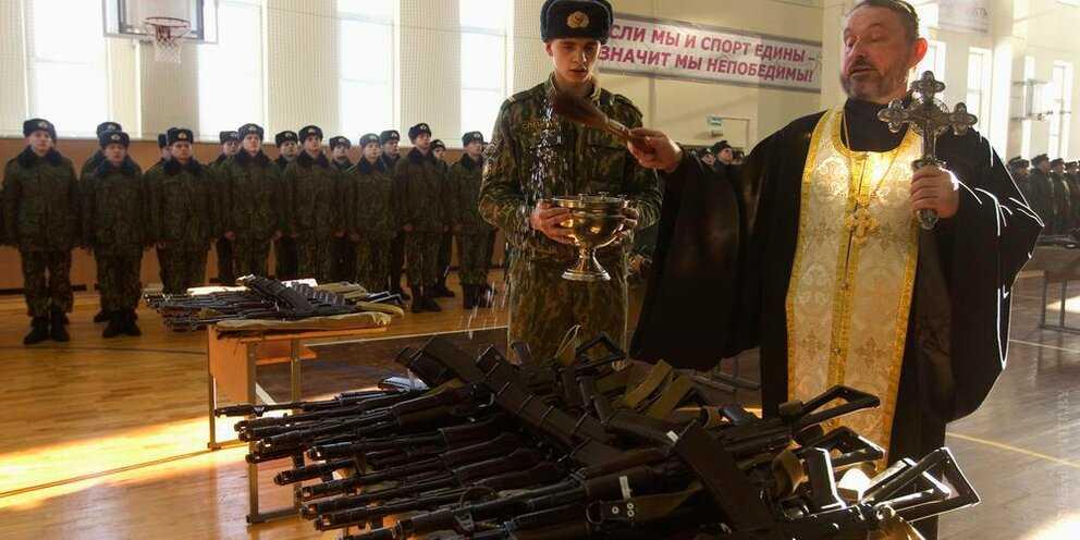 В России будут освящать оружие, чтобы оградить от злонамеренного его использования