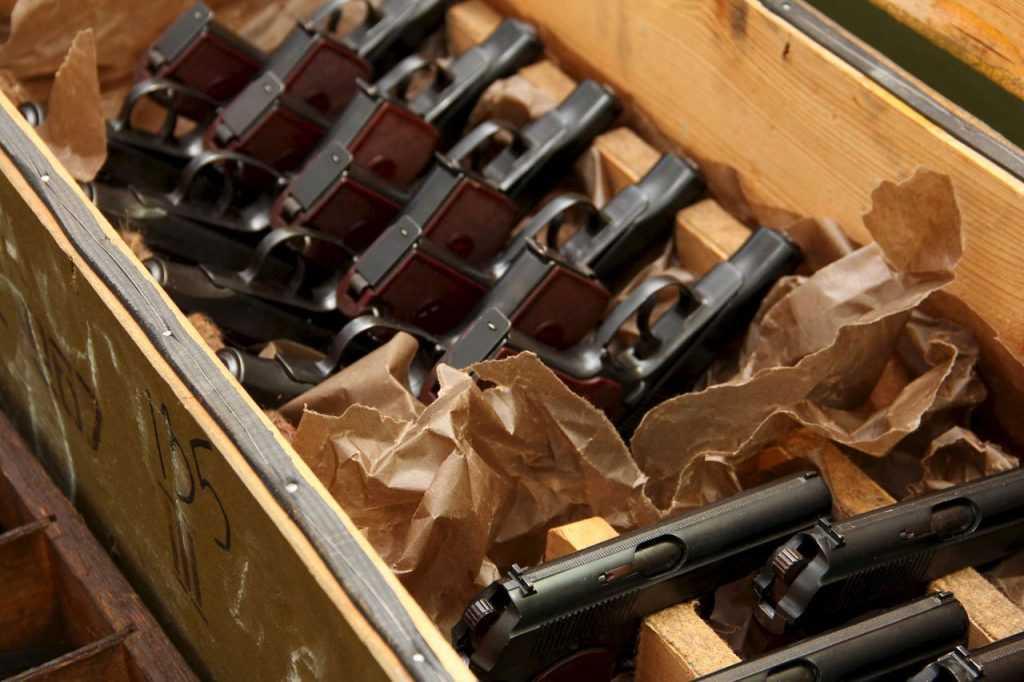 Владимир Путин поручил срочно проработать новые правила оборота оружия в стране