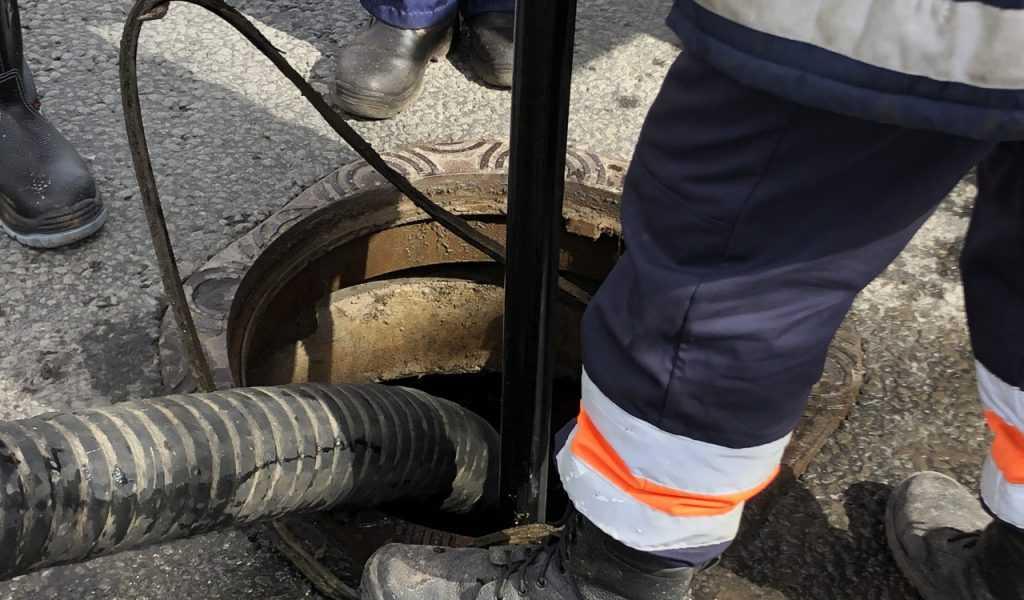 В Ростовской области погибло семь рабочих от газа в коллекторе
