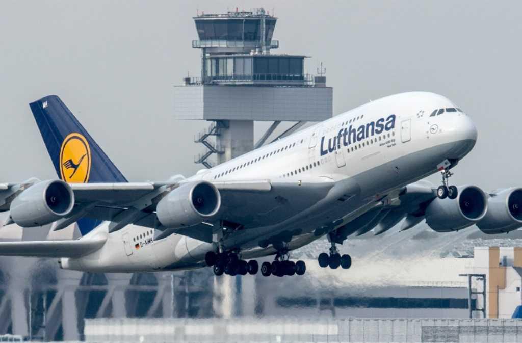 Lufthansa получила разрешение летать в Москву и Петербург мимо Белоруссии