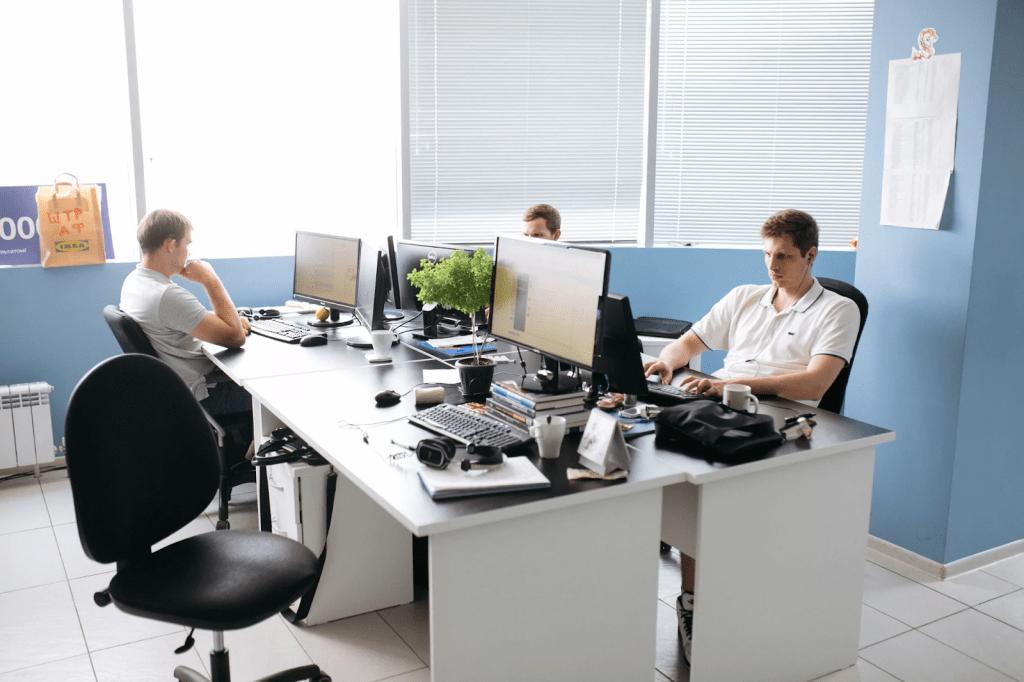 Иностранные IT-компании обяжут открыть представительства в России