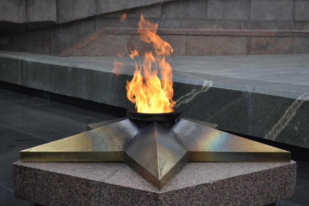 Газпром предложил бесплатный газ для мемориалов Вечного огня