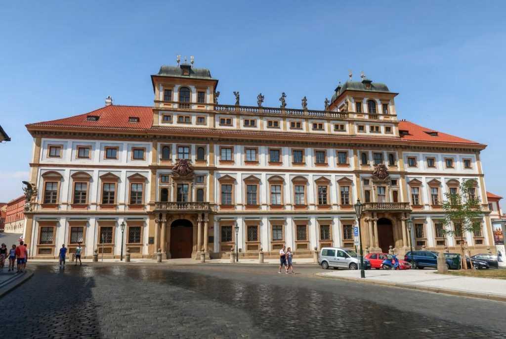 Чешские политики поссорились из-за российской вакцины