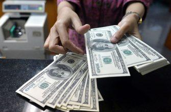 Россиянам советуют срочно покупать доллары