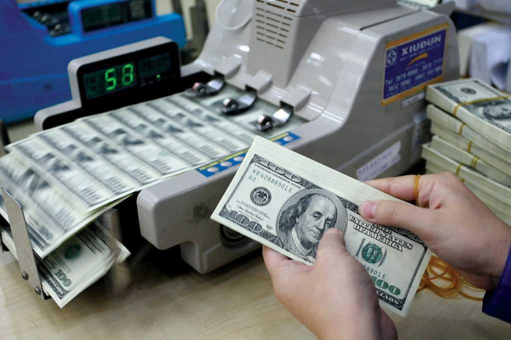 Россиянам рекомендуют покупать доллары сейчас