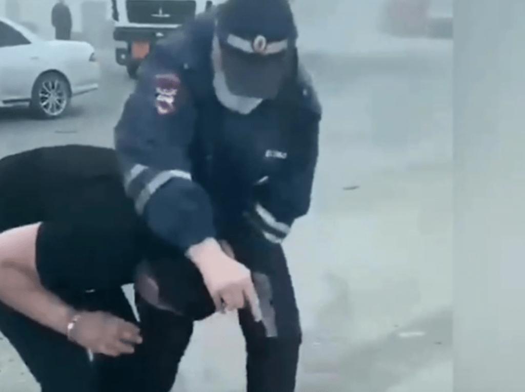 В Новосибирске арестовали полицейского, который случайно застрелил юношу
