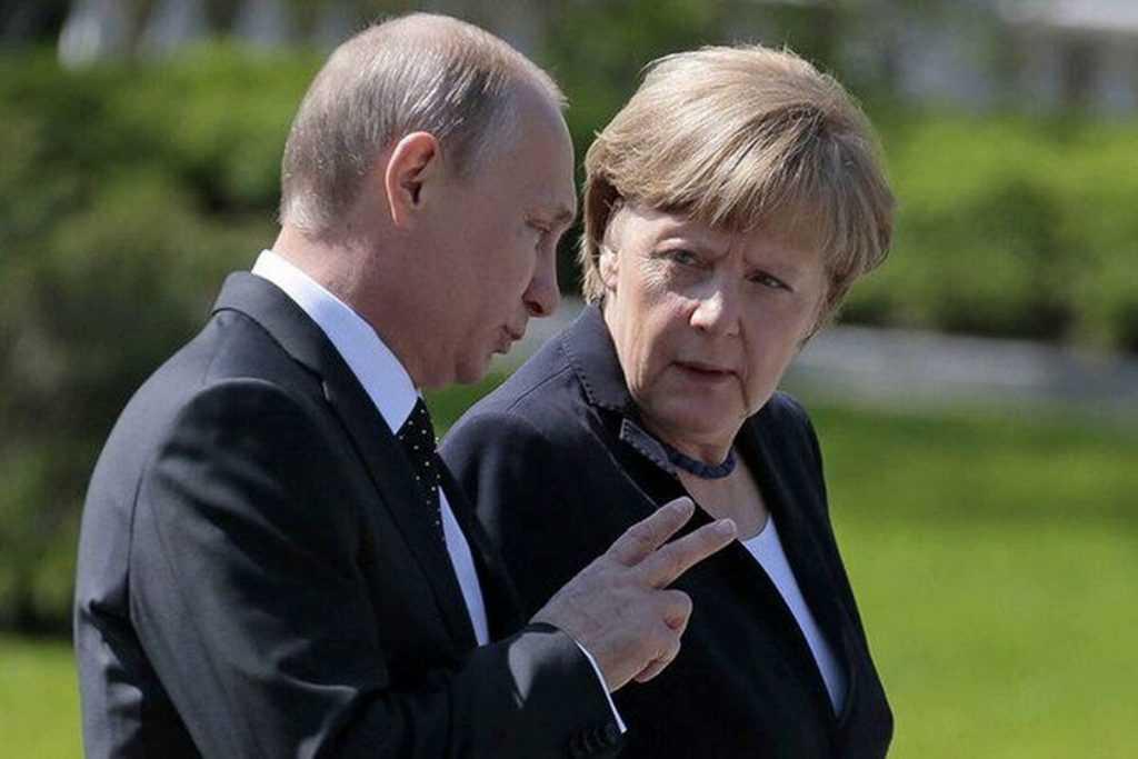 Меркель попросила прощения у Путина за Вторую мировую