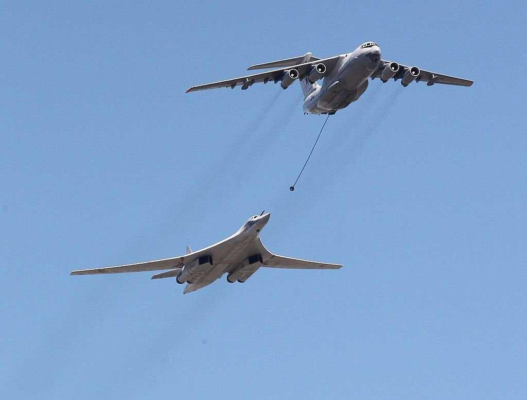 Бомбардировщики Ту-160 совершили полет над Балтийским морем