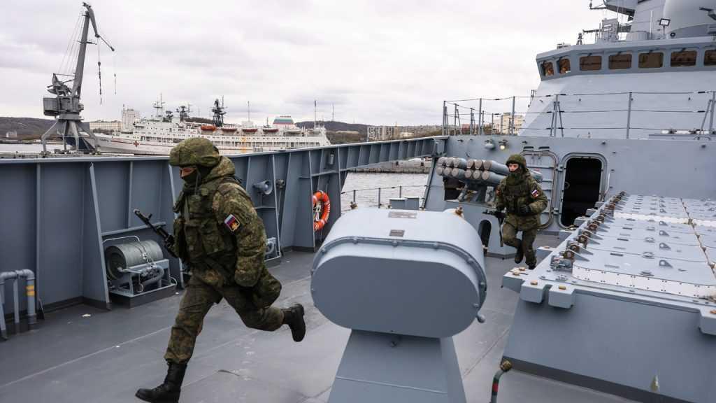 На фоне учений Arctic Challenge корабли Северного флота РФ вышли в Баренцево море