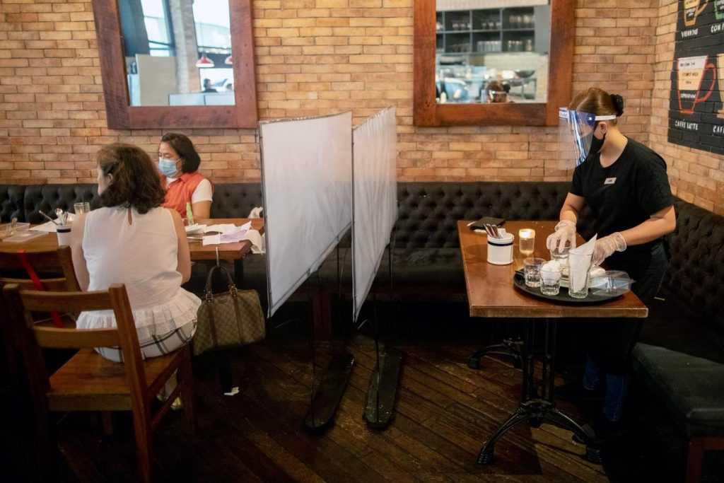 Рестораны COVID-free смогут работать по ночам