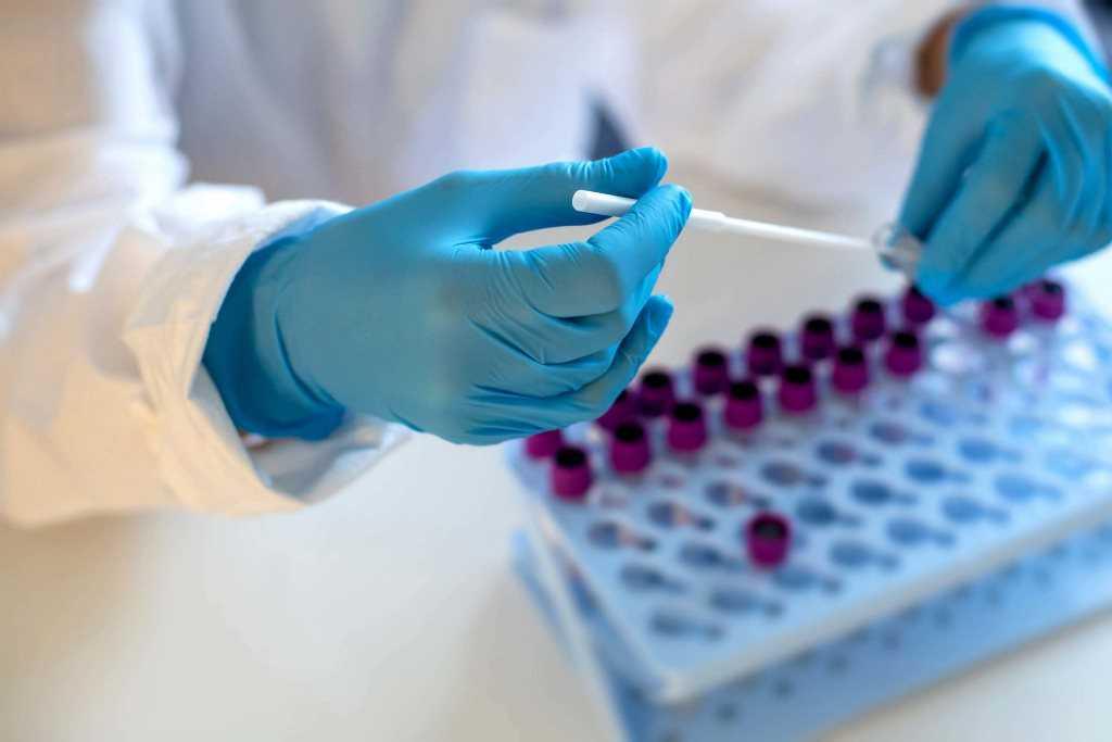 Вакцину от коронавируса в России выпустят в виде жвачки и будут продавать в магазинах
