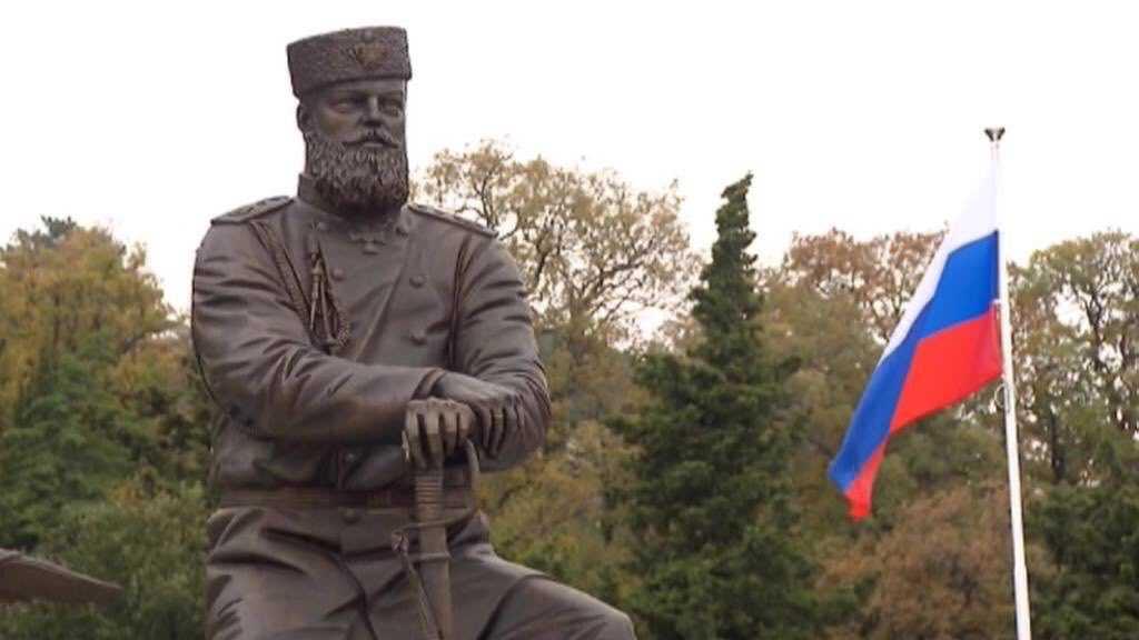 Путин примет участие в открытии памятника Александру Третьему