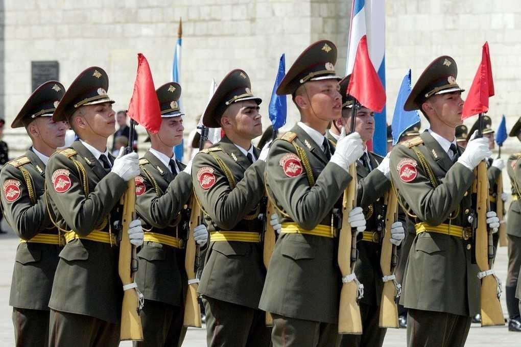 Из-за жары в Москве отменили церемонию развода караулов
