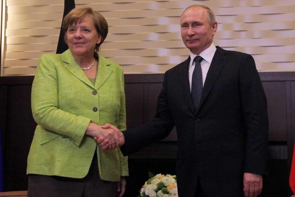 Меркель выступила с инициативой провести встречу лидеров ЕС и российского президента