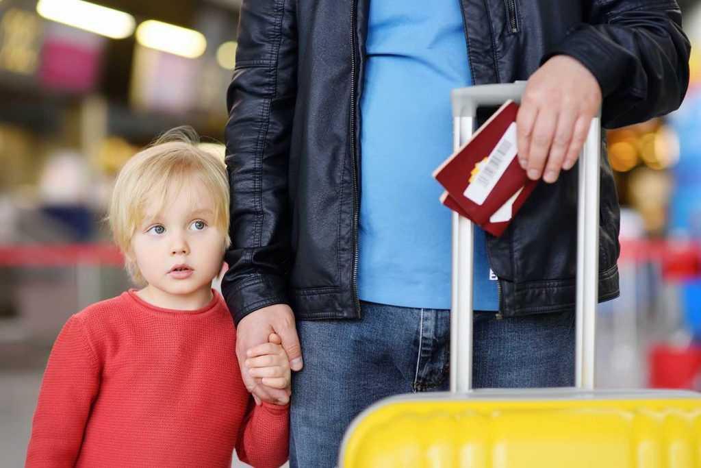 Российские дети смогут выезжать за границу без нотариального согласия