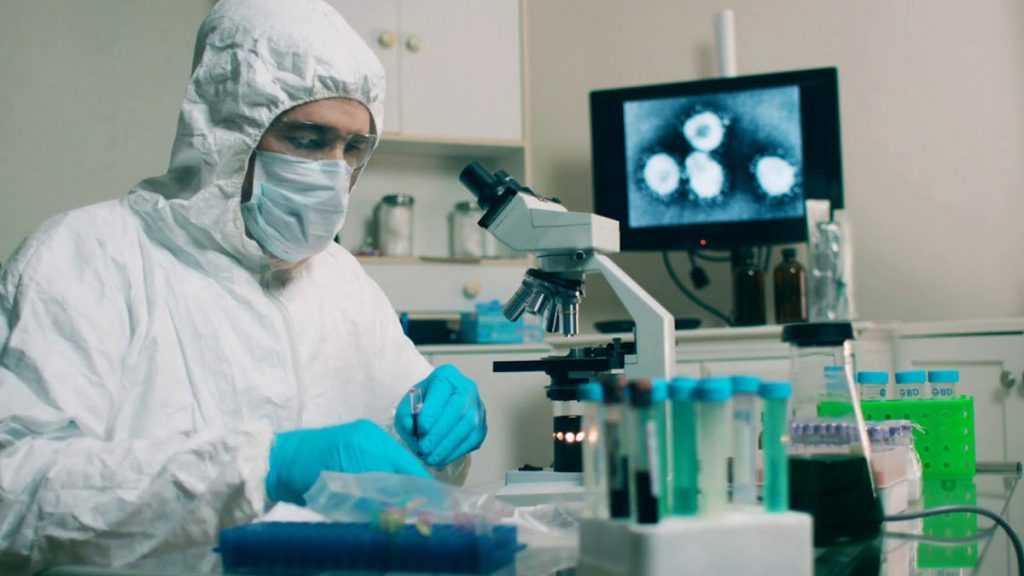 Количество обнаруженных в России мутаций коронавируса превышает 16 тысяч