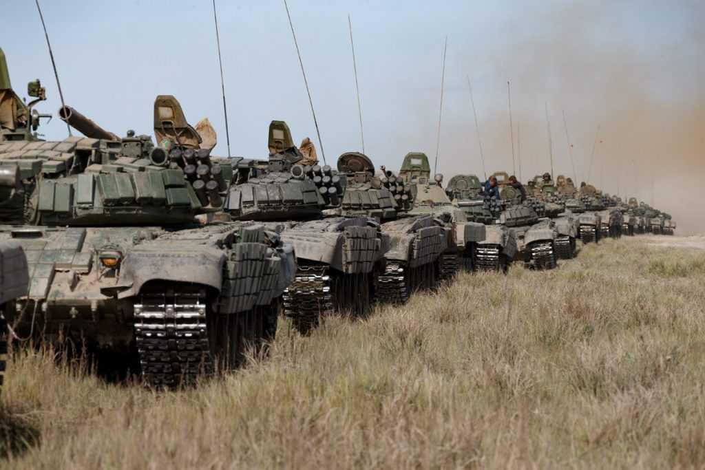 Кулеба заявил, что Россия в реальности не отвела войска от границ Украины