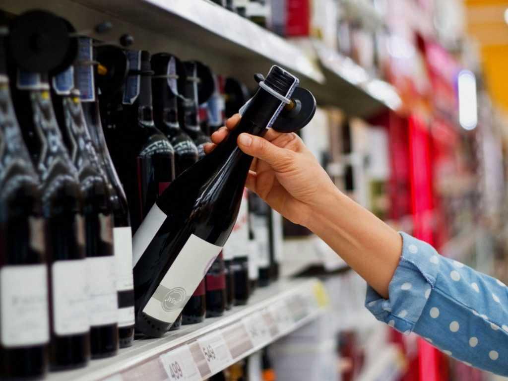 В России хотят ужесточить наказание за приобретение алкоголя детям