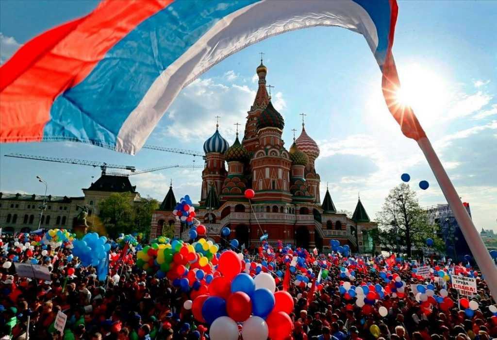 ВЦИОМ оповестил о количестве россиян, которые знают о предстоящем празднике