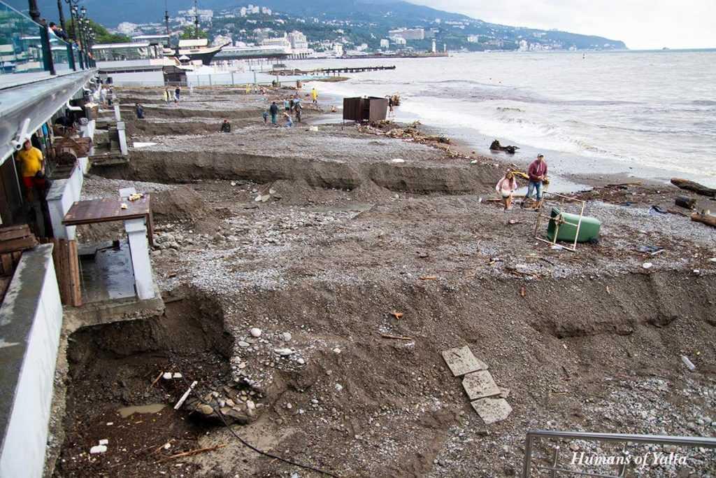 В Ялте запретили купаться в море из-за схода селевых потоков