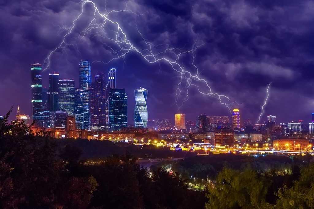 Циклон с грозами надвигается на Москву