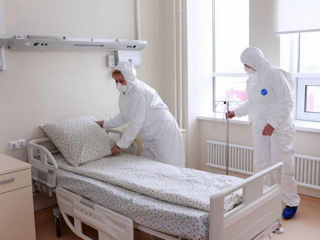 Вакцинация пока не действует. В России ожидают ноябрьскую волну COVID-19
