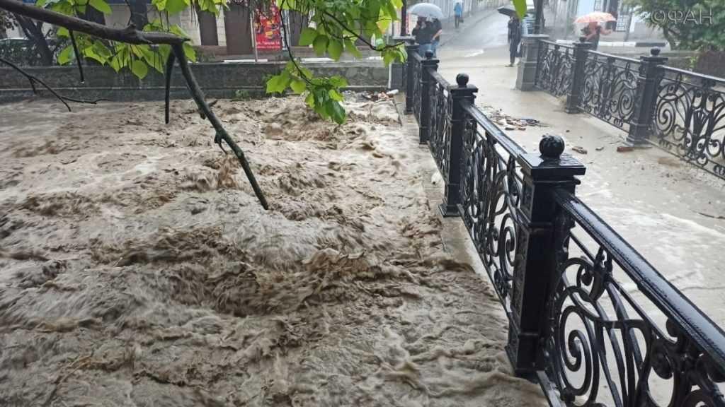 В Ялте ввели запрет на купания в море