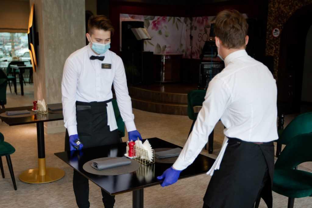 Магазины и рестораны Москвы соблюдают антиковидные меры