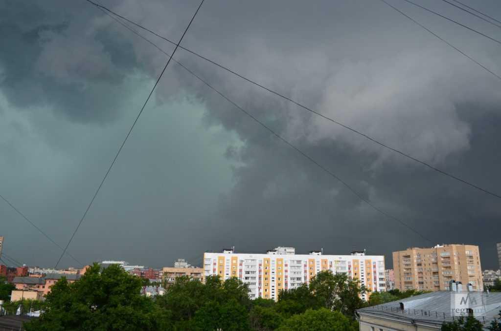 На выходных на Москву надвигается циклон с грозами