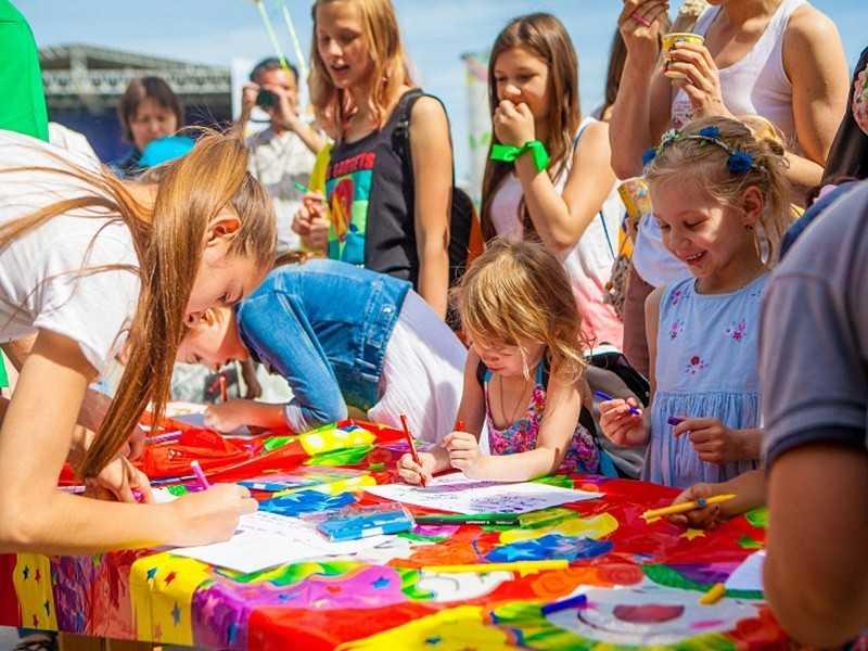 Путин поздравил детей России с Международным днем защиты