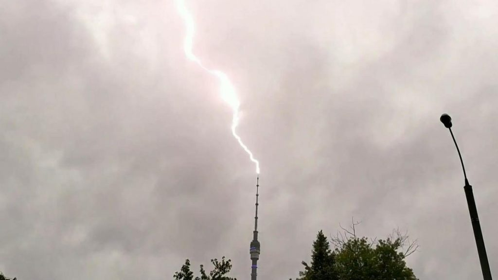 Останкинская башня приняла более 20 ударов молнии