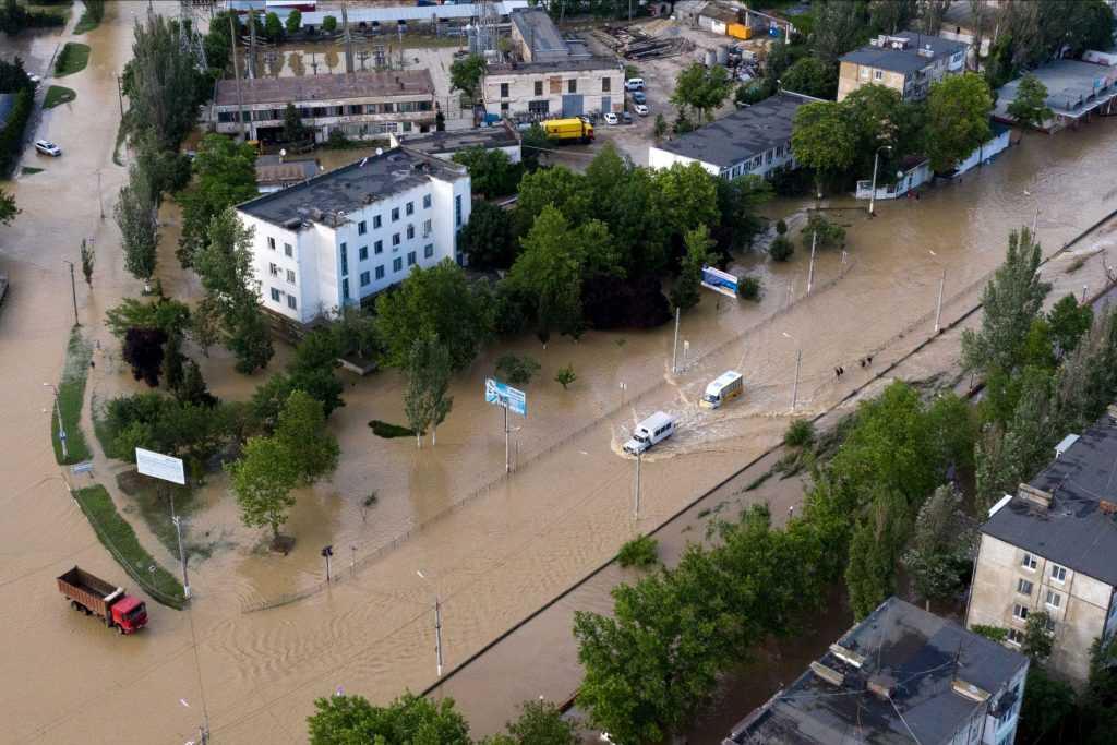 Жителям Крыма, пострадавшим от наводнения возместят ущерб