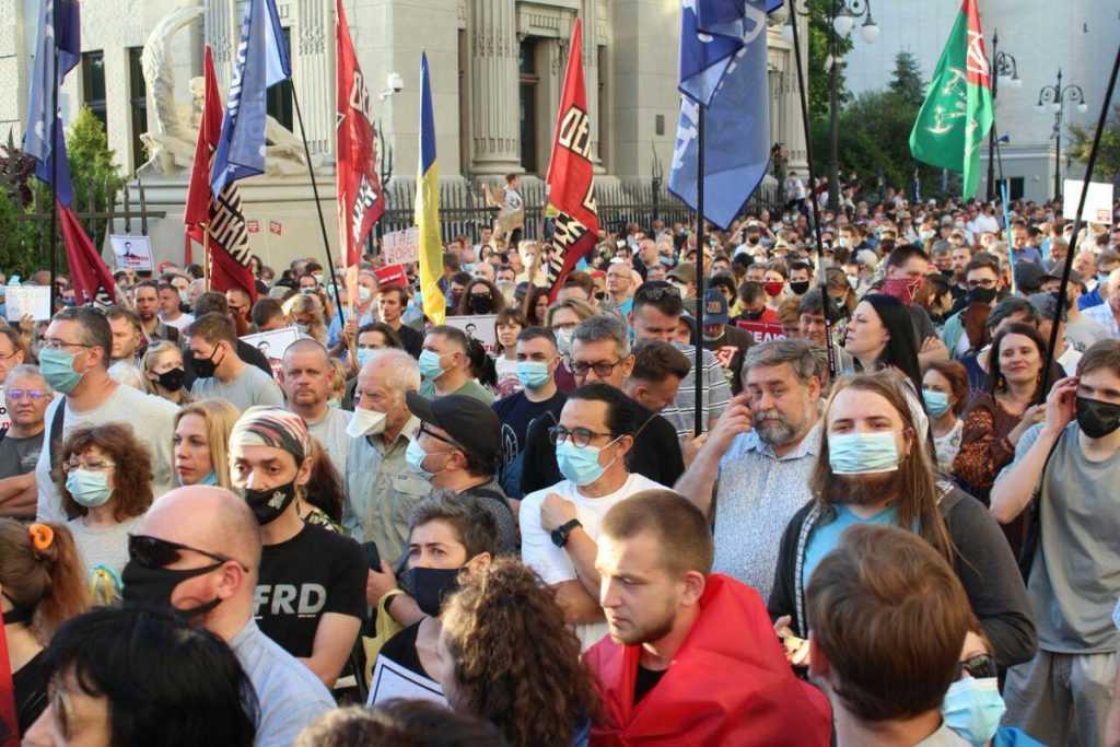 В Киеве люди требуют объявить импичмент Зеленскому
