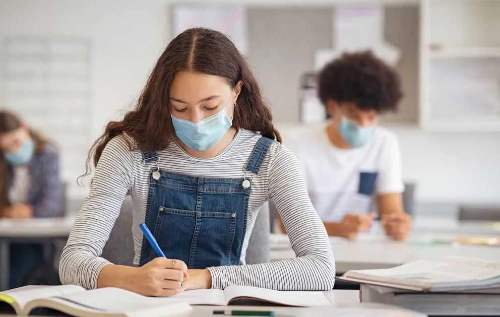 В Минобрнауки решат вопрос о допуске вакцинированных студентов на занятия очно