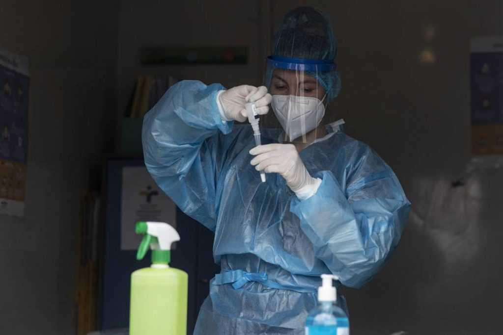 Штамм коронавируса дельта более опасен для детей