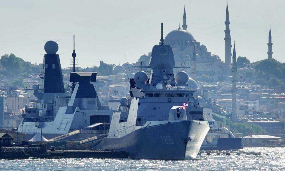 В акваторию Черного моря зашли корабли Великобритании и Нидерландов