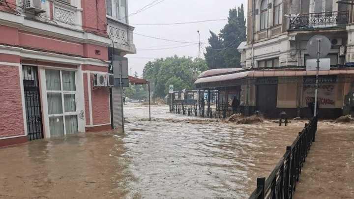 Крокодиляриум в Ялте затопили сильные ливни