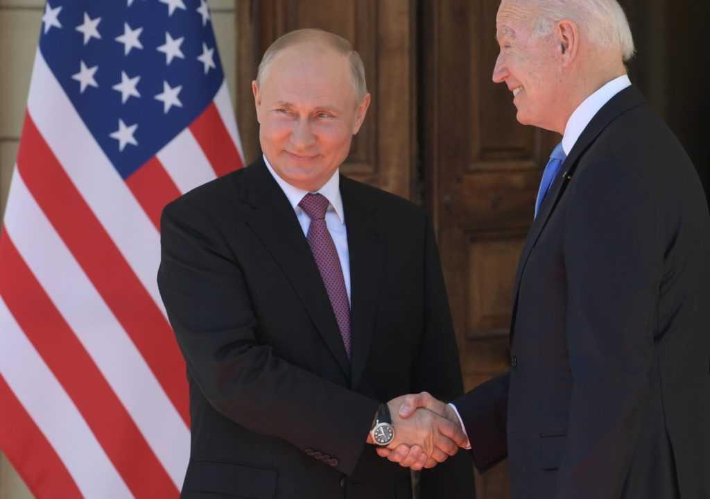 Путин более популярен среди американцев, чем Байден