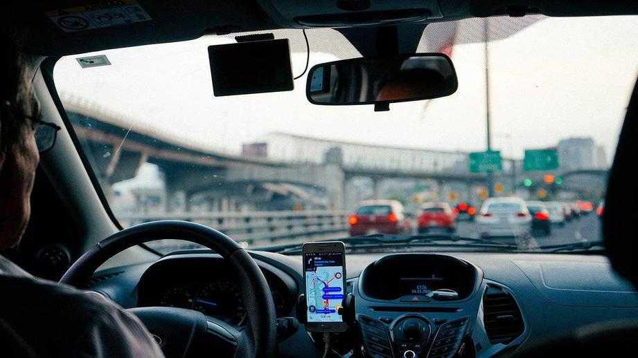 Максимальную скорость на дорогах России могут повысить до 150 км/ч