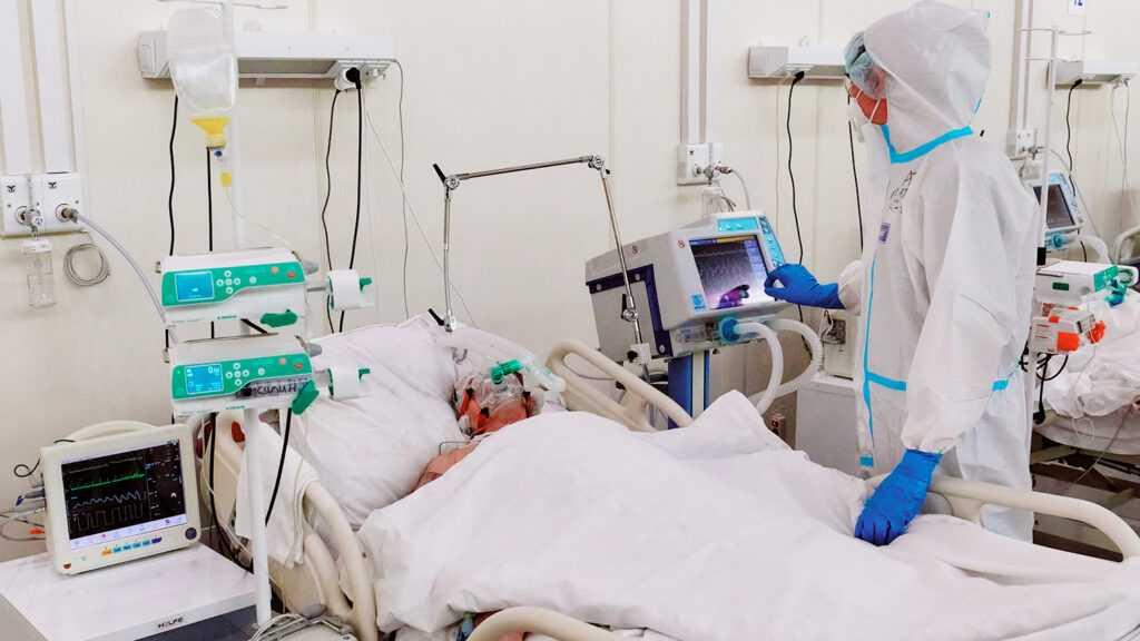 Антирекорд по количеству смертей в России уже четвертый день