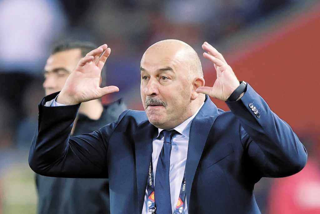 Черчесов больше не главный тренер сборной России по футболу