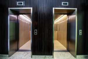 В Подмосковье упал лифт с людьми