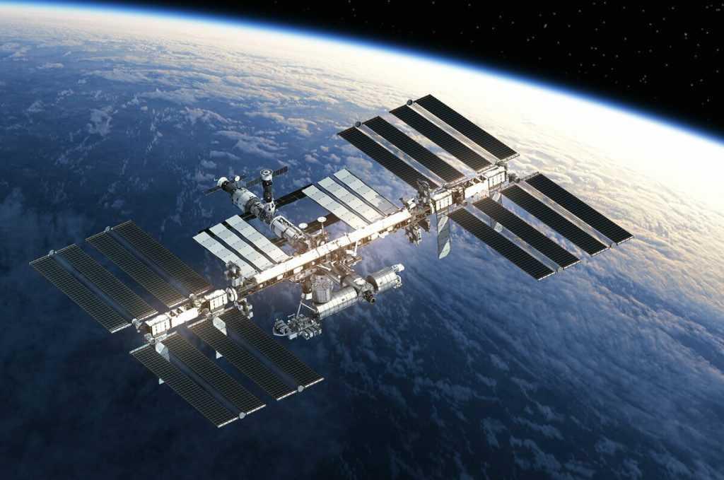 Пролетевший рядом с МКС космический мусор оказался безопасным