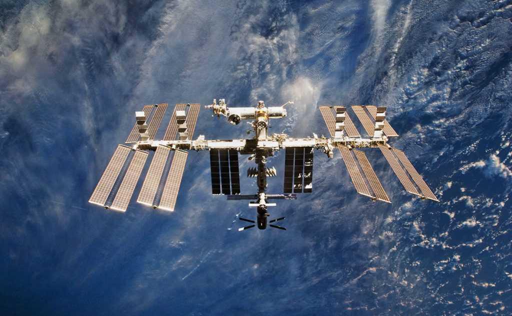 Около МКС пролетел космический мусор